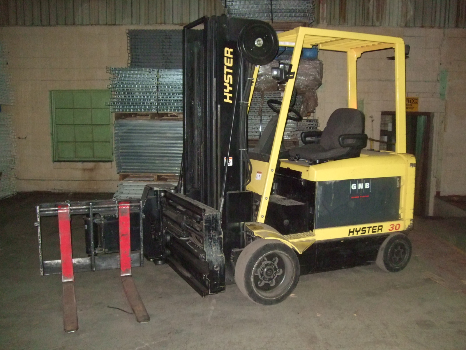 Forklifts and orderpickers Motorized forklift